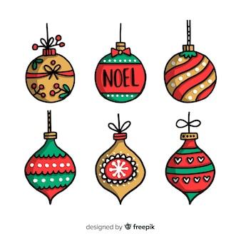 白い背景の上の手描きクリスマスボール
