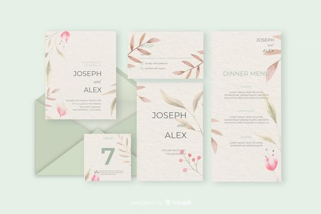 緑の色合いの結婚式の文房具の手紙と封筒