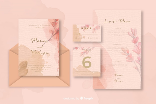 ピンクの色合いの結婚式の招待状のさまざまな文房具