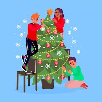 Счастливая семья украшает елку