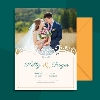 結婚されていたカップルのテンプレートの写真を結婚式の招待状