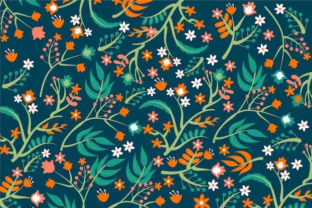 緑の葉の背景を持つオレンジ色の花