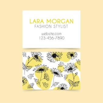 Реалистичная рисованной визитная карточка с цветами
