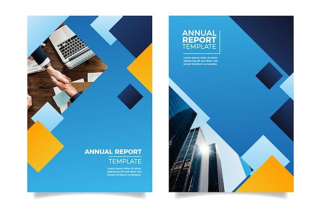 握手する人々と年次報告書をデザインする