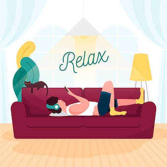 Человек отдыхает на диване у себя дома
