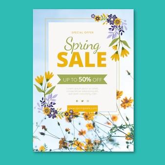 Весенняя распродажа флаер шаблон с яркими цветами