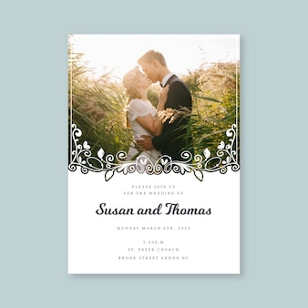 新婚夫婦のキスと結婚式の招待状のテンプレート