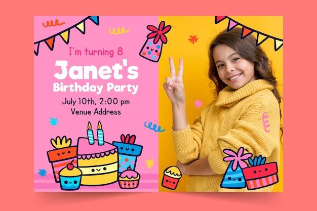 プレゼントと花輪の子供の誕生日の招待状のテンプレート