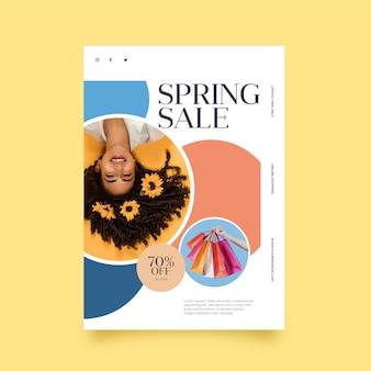 Весенняя распродажа флаер с изображением шаблона