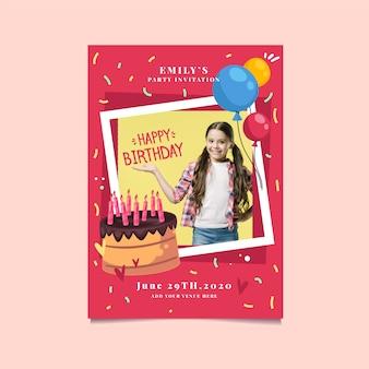 かわいい女の子とケーキの誕生日の招待状
