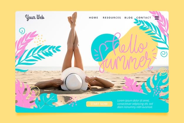 こんにちは休暇中の夏のランディングページの女性