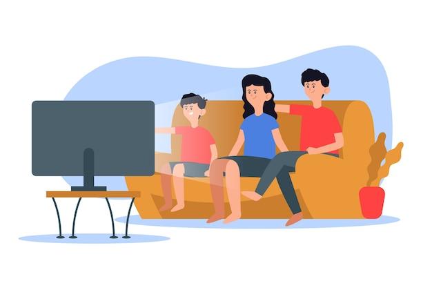 家族でテレビを見て一緒に時間を楽しむ