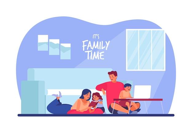 Семья наслаждается временем вместе