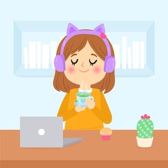 Девушка держит чашку горячего чая