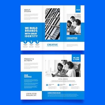Минимальный тройной дизайн шаблона брошюры