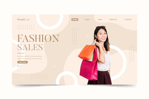 ショッピングバッグのファッションセールのリンク先ページを運ぶ女性