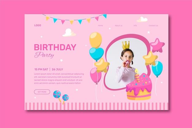 女の子の写真で幸せな誕生日の招待状