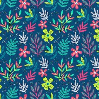 Цветочный узор с разноцветными листьями
