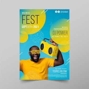 黄色のラジオ音楽イベントポスターテンプレートを持つ男