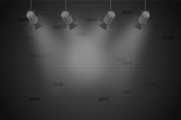 スポットライトの背景でレンガの壁