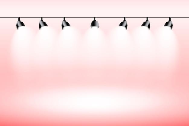 スポットライトの背景の赤いスタジオ