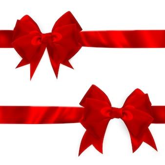 光沢のある赤いサテンの弓セット。