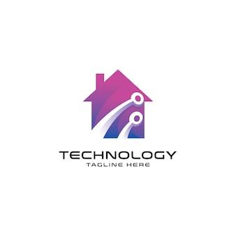 現代のスマートホームのロゴ、技術、そして家