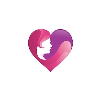 美しさの女性の顔と心の愛のロゴ