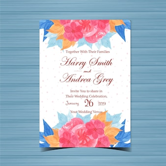 美しいピンクの花と花の結婚式の招待状