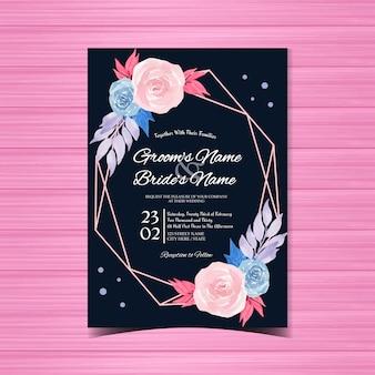 美しいピンクとブルーのバラの花の結婚式の招待状