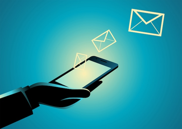 Рука сотовый телефон с иконками электронной почты