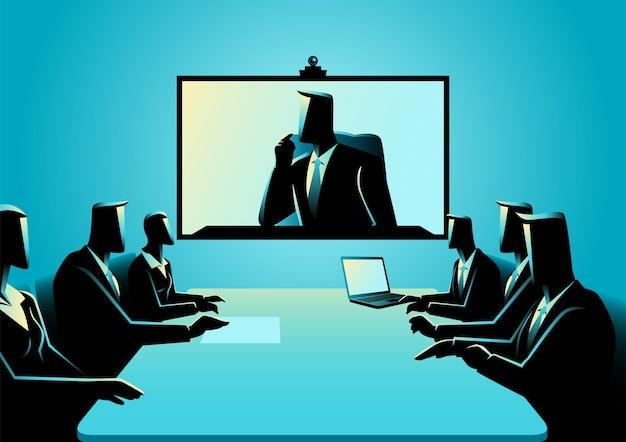 電話会議を開催しているビジネスマンと女性