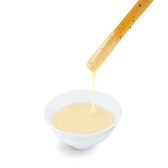 白のカップに練乳を浸したパン棒