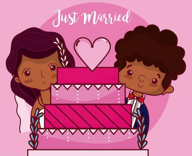 Свадебная пара с тортом только что замужняя карта