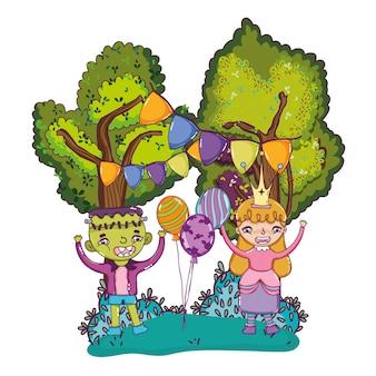 ハロウィーンの衣装と風船を持つ幸せな子供たち