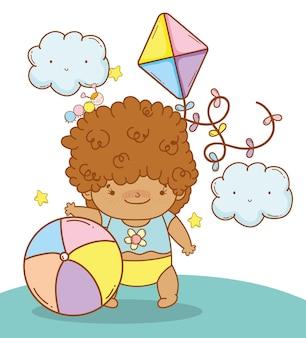 かわいい雲とおもちゃを持つ赤ちゃん