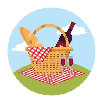 テーブルクロスの装飾のワインとパンのバスケット