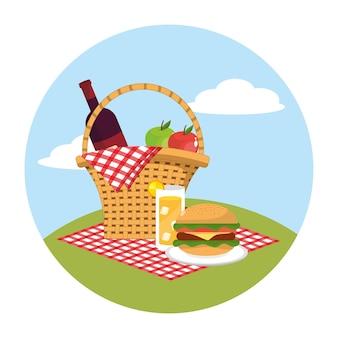 テーブルクロスの装飾のワインとリンゴのバスケット