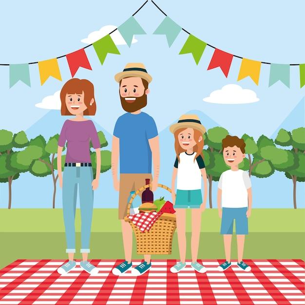 Семейный пикник с корзиной для еды и скатерти