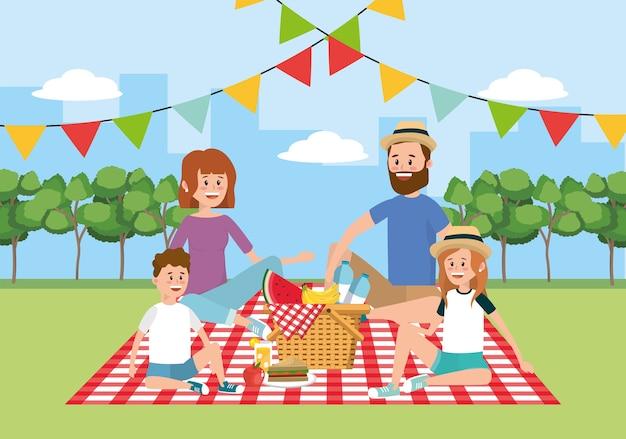 テーブルクロスの装飾のバスケットと家族のピクニック