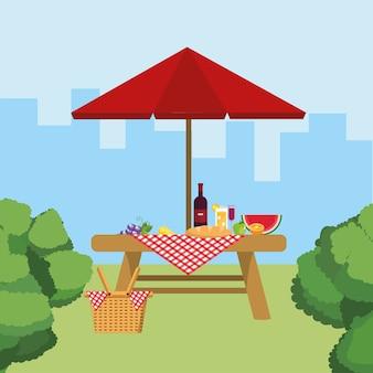 スイカの果物と傘のテーブルのワイン