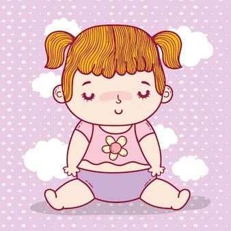 雲の背景にピグテールとおむつを持つ赤ちゃんの女の子
