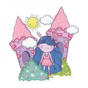 フィールドの城のかわいい小さな妖精