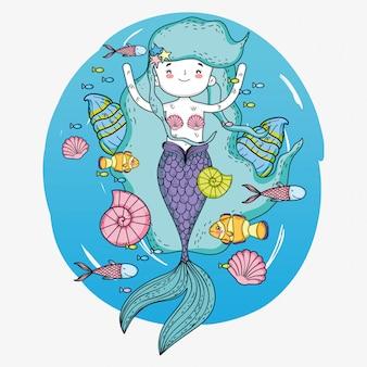 水中で魚とカタツムリの人魚の女性