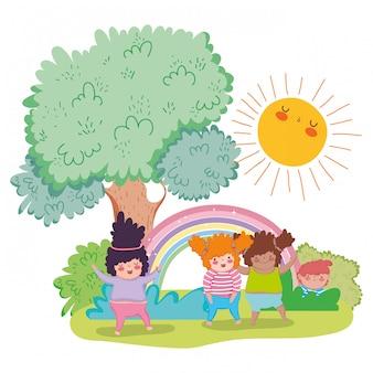 太陽と虹と木で遊んでいる女の子