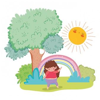 太陽と木と虹で遊んでいるかわいい女の子