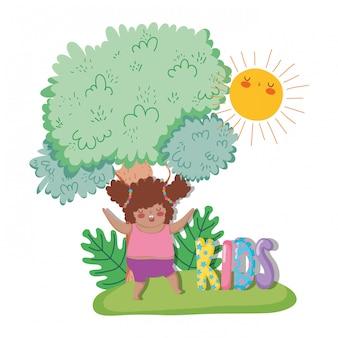 木と太陽と植物を再生する女の子