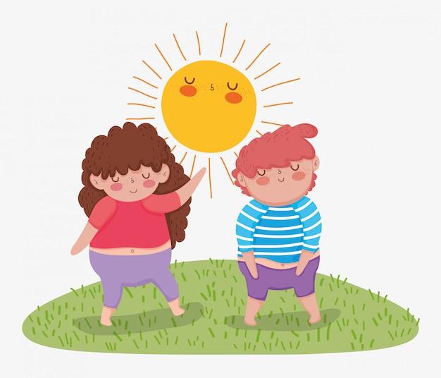 太陽の河合を楽しむ少女と少年の友人