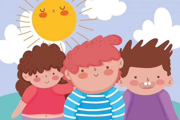 太陽と一緒に楽しむ少女と少年の友人