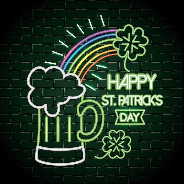 虹とクローバーのネオンラベルの付いたビールグラス